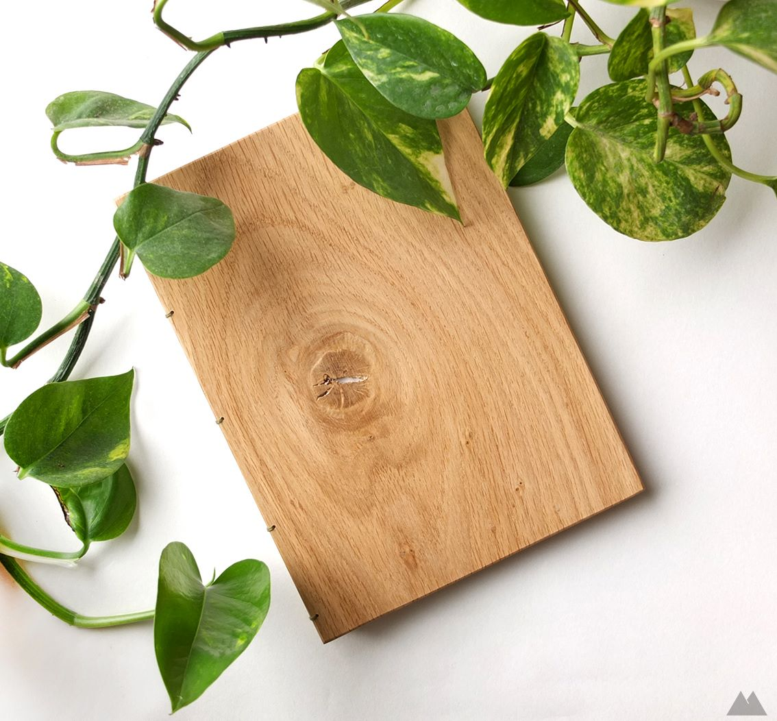 http://www.intarzia.ro/wp-content/uploads/2018/10/Oak-knot-notebook.jpg