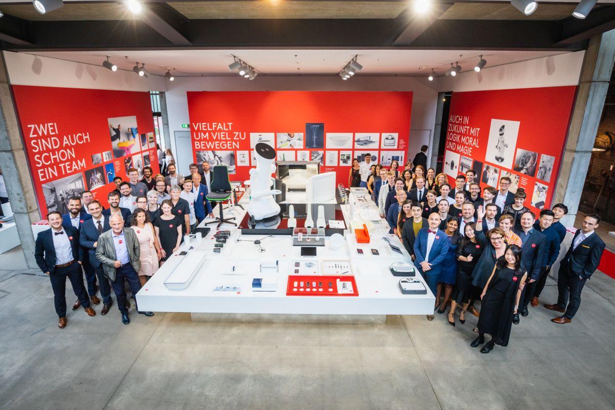 https://www.intarzia.ro/wp-content/uploads/2019/04/Phoenix_Design_Team_in_its_exhibition1.jpg