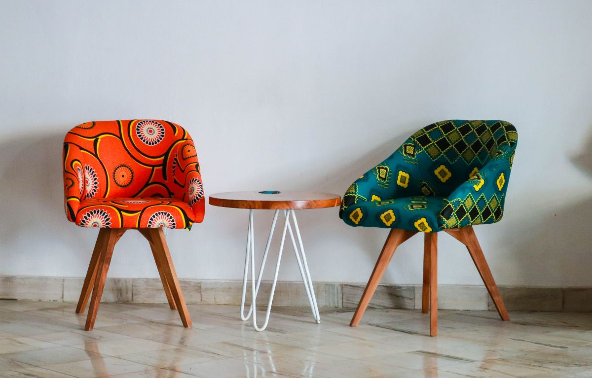 https://www.intarzia.ro/wp-content/uploads/2019/07/art-chairs-color.jpg
