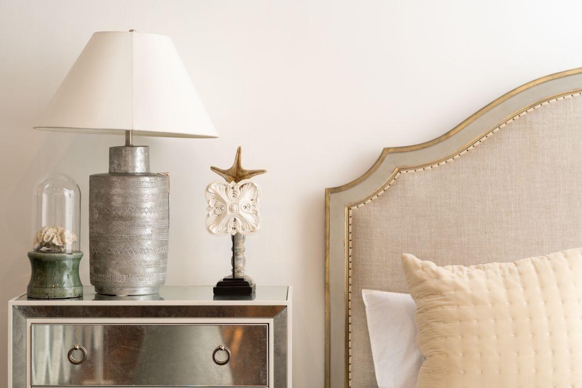 https://www.intarzia.ro/wp-content/uploads/2019/07/bed-bedroom-comfort.jpg